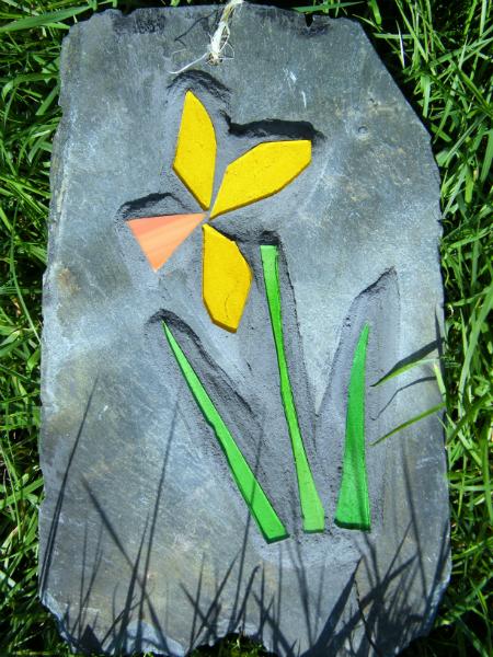 single-daffodil-garden-mosaic-1